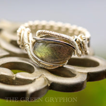 Load image into Gallery viewer, Yelanthiel Ring - The Green Gryphon