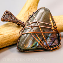 Load image into Gallery viewer, Astrid Pendant - The Green Gryphon