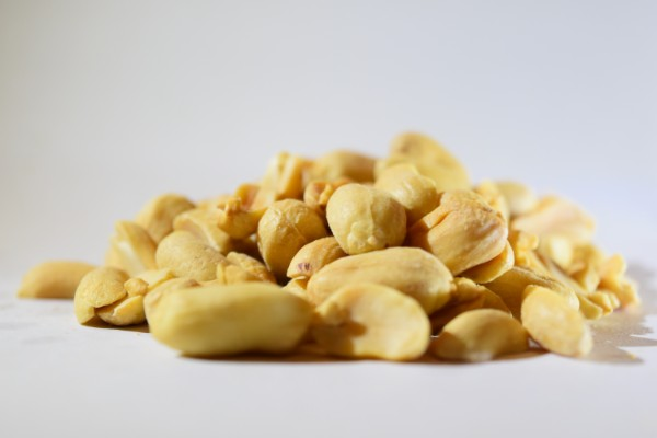 Unsalted bulk quality peanuts bursting with a natural nutty flavour, perfect for snacking and adding to a trail mix.
