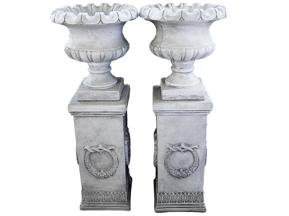 Regent Scallop Urn with Wreath Pedestal