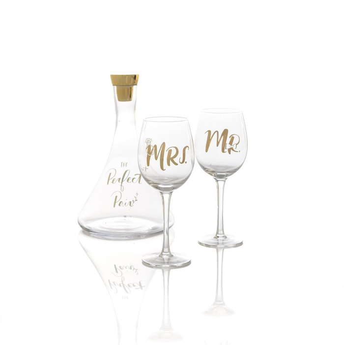 THE PERFECT PAIR DECANTER AND 2 WINE GLASSES