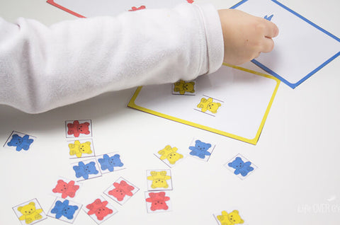 Sort colors with rainbow bears. Great way to help preschoolers learn colors!