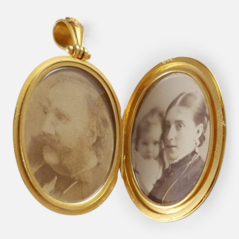 Cased Victorian 18ct Gold Engraved Locket Hunt and Roskell - Argentum Antiques & Collectables