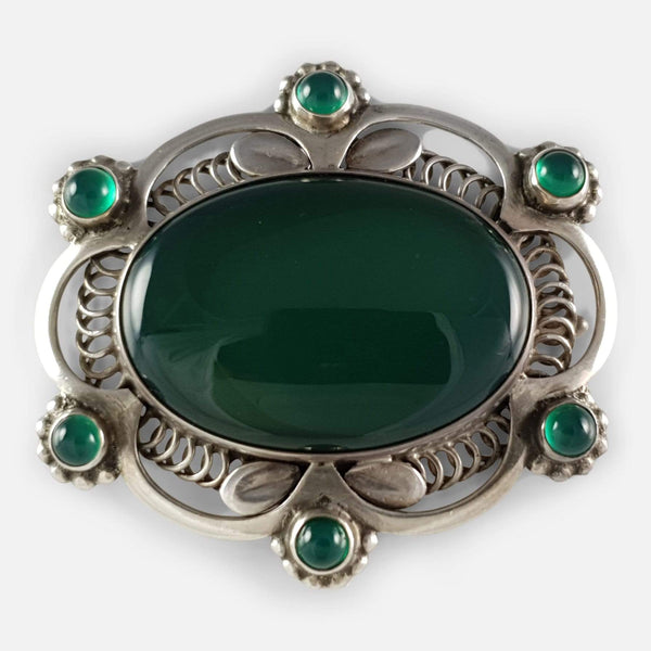 the antique 1910s silver green agate brooch viewed from the front