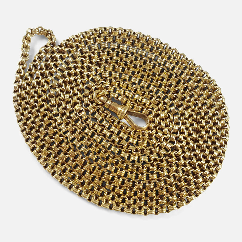 the Victorian 15ct yellow gold Muff chain necklace in focus
