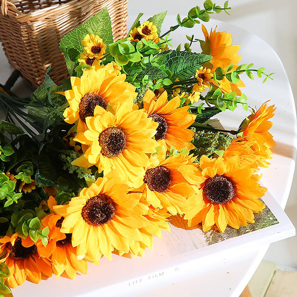 tournesols artificiels sur une table