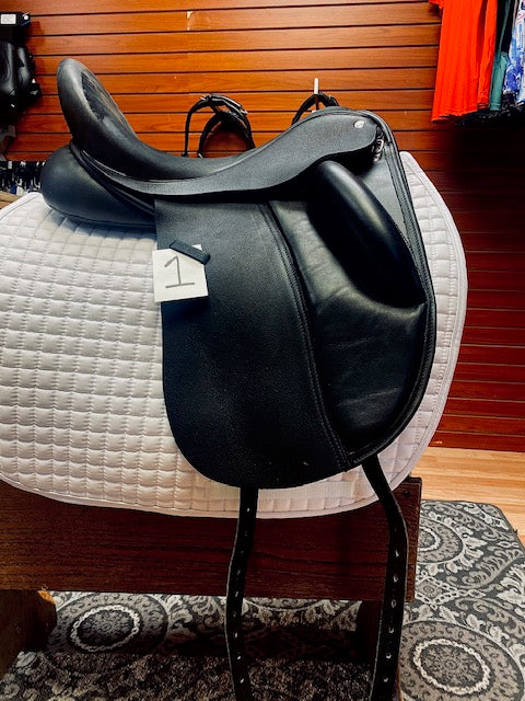 Used 17.5 inch Custom Saddlery Wolfgang Solo