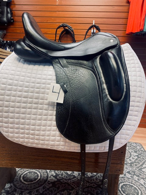 Used 17.5 Custom Saddlery Wolfgang Solo