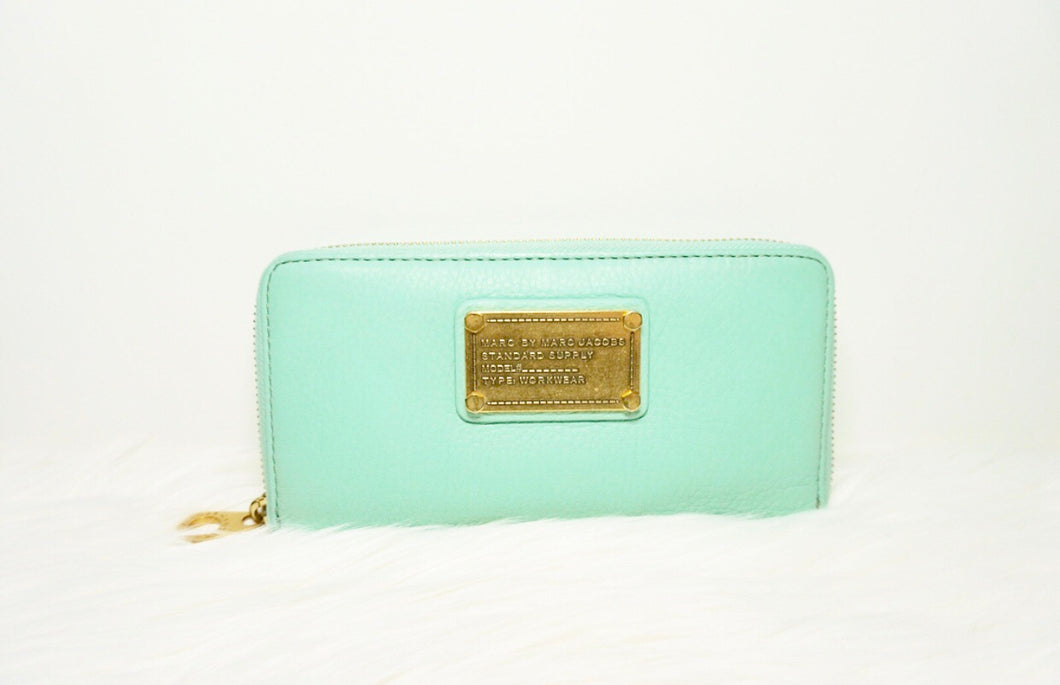 Marc Jacobs Classic Q Vertical Zip Around Wallet