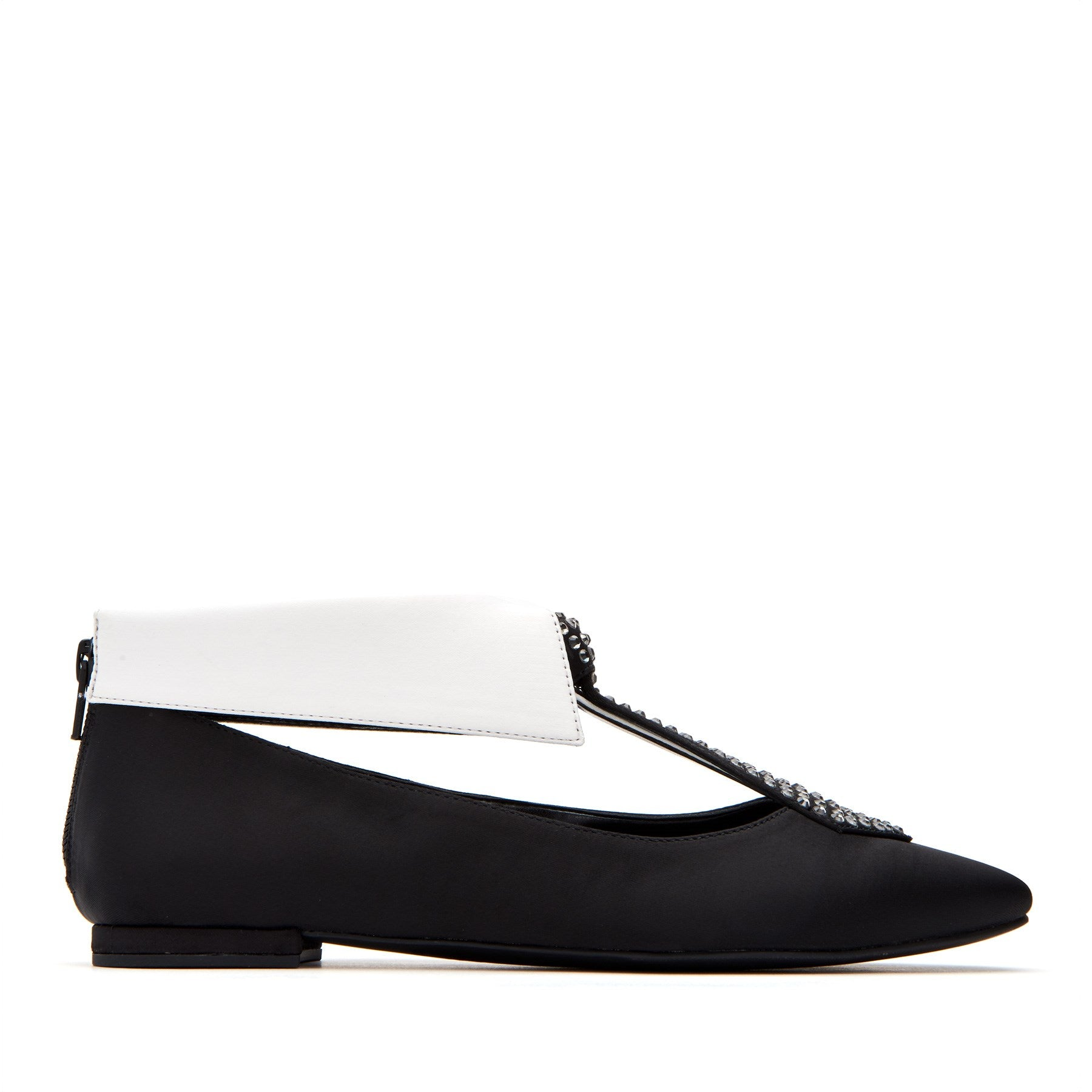 katy perry flat in white/black size 5   the uni