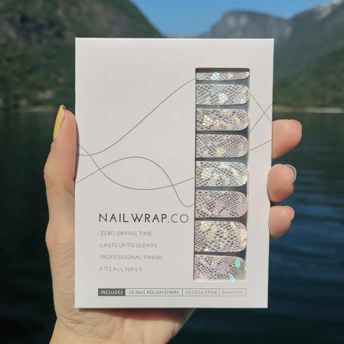 Buy Wynn Holo Silver Nail Polish Wraps at the lowest price in Singapore from NAILWRAP.CO. Worldwide Shipping. Instant designer nail art manicure in under 10 minutes.
