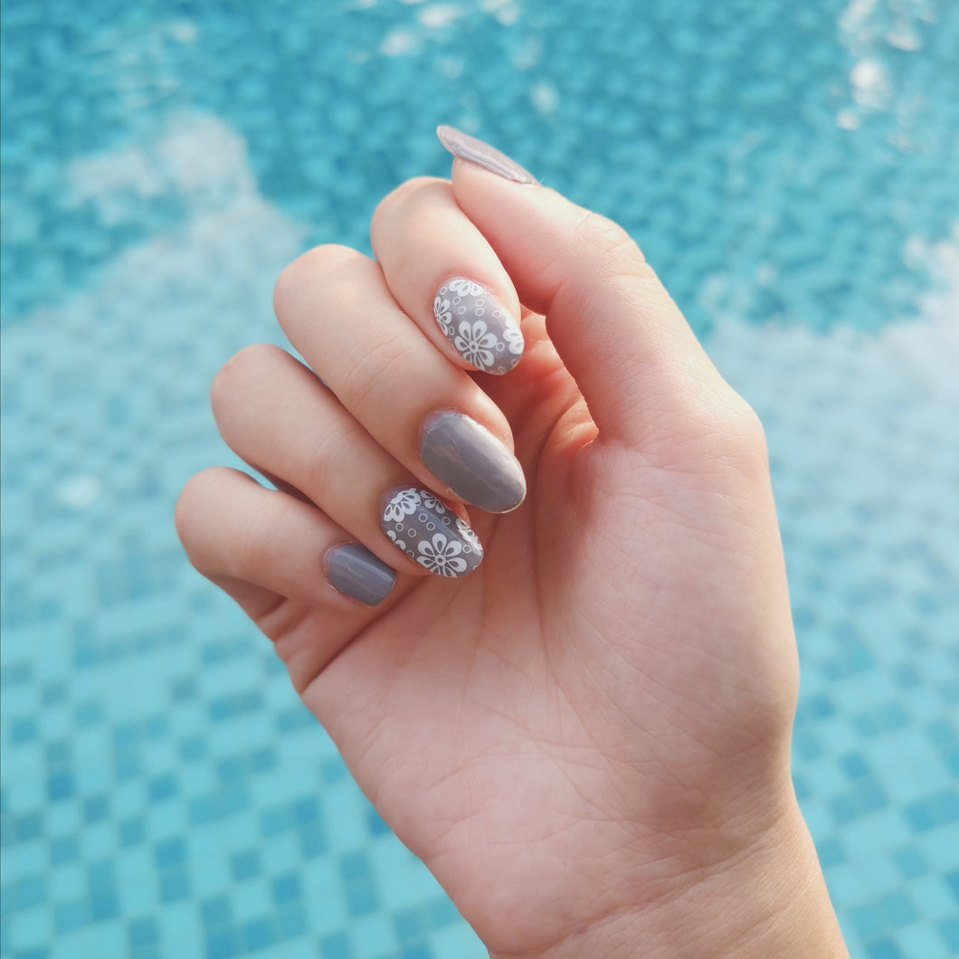 Buy Grey Skies (Solid) Nail Polish Wraps at the lowest price in Singapore from NAILWRAP.CO. Worldwide Shipping. Instant designer nail art manicure in under 10 minutes.