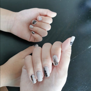 Buy Grey Canvas Nail Polish Wraps at the lowest price in Singapore from NAILWRAP.CO. Worldwide Shipping. Instant designer nail art manicure in under 10 minutes.