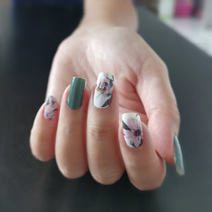 Buy Francine Green Floral Envy Nail Polish Wraps at the lowest price in Singapore from NAILWRAP.CO. Worldwide Shipping. Instant designer nail art manicure in under 10 minutes.