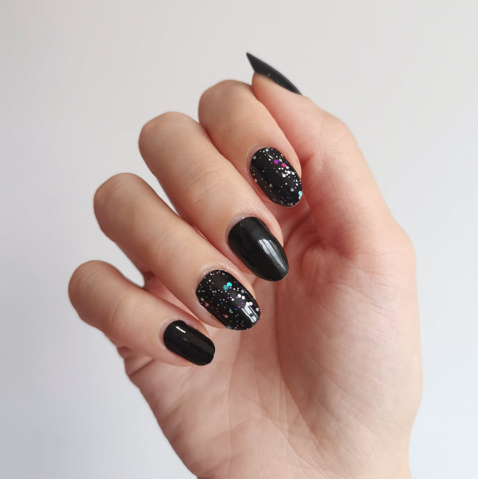 Buy Celestial Glitter Nail Polish Wraps at the lowest price in Singapore from NAILWRAP.CO. Worldwide Shipping. Instant designer nail art manicure in under 10 minutes.