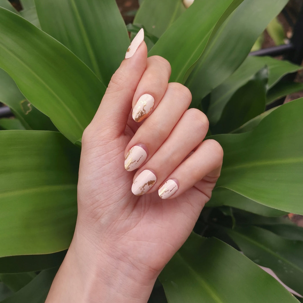 Buy Larissa Gold Flakes Nail Wraps at the lowest price in Singapore from NAILWRAP.CO. We Ship Worldwide. Over 300 designs! Instant designer nail art under 10 minutes