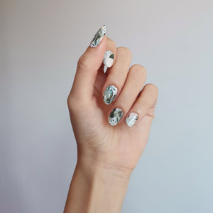 Buy Green Topiary Nail Polish Wraps at the lowest price in Singapore from NAILWRAP.CO. Worldwide Shipping. Instant designer nail art manicure in under 10 minutes.