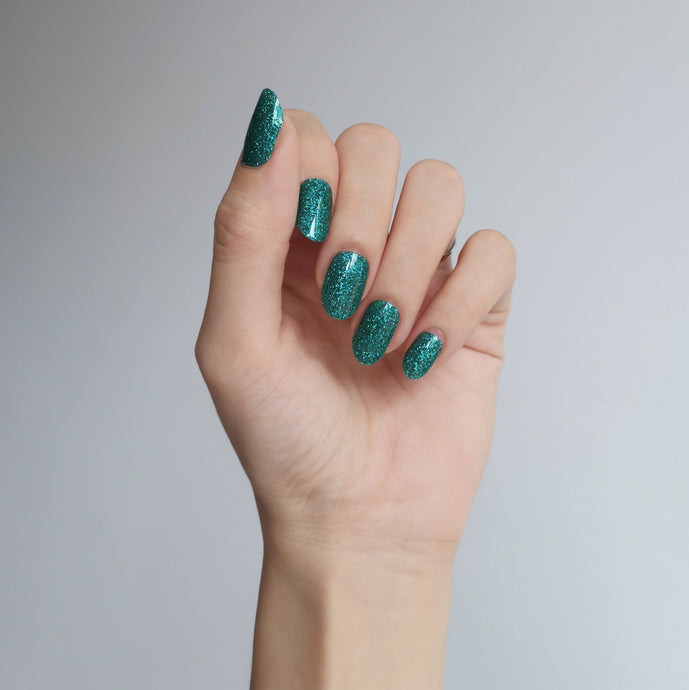 Buy Emerald Green (Glitter) Nail Polish Wraps at the lowest price in Singapore from NAILWRAP.CO. Worldwide Shipping. Instant designer nail art manicure in under 10 minutes.