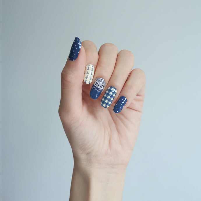 Buy Bertha Nautical ⚓ Nail Polish Wraps at the lowest price in Singapore from NAILWRAP.CO. Worldwide Shipping. Instant designer nail art manicure in under 10 minutes.