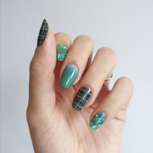Buy Green Plaid Nail Polish Wraps at the lowest price in Singapore from NAILWRAP.CO. Worldwide Shipping. Instant designer nail art manicure in under 10 minutes.