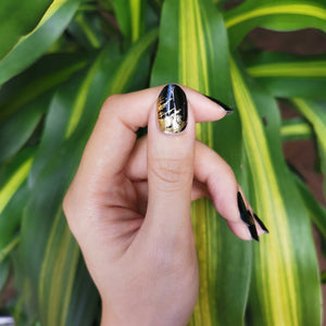 Buy Quinn Gold Flakes Nail Polish Wraps at the lowest price in Singapore from NAILWRAP.CO. Worldwide Shipping. Instant designer nail art manicure in under 10 minutes.