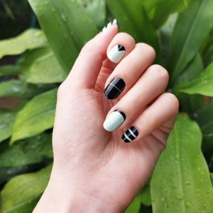 Buy Tessa Stripe Nail Polish Wraps at the lowest price in Singapore from NAILWRAP.CO. Worldwide Shipping. Instant designer nail art manicure in under 10 minutes.