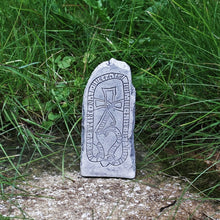 Load image into Gallery viewer, Runestone From Vallentuna Uppland - Runestones