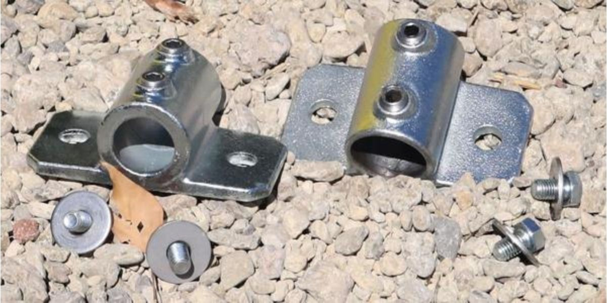 Vertical tube clamps set