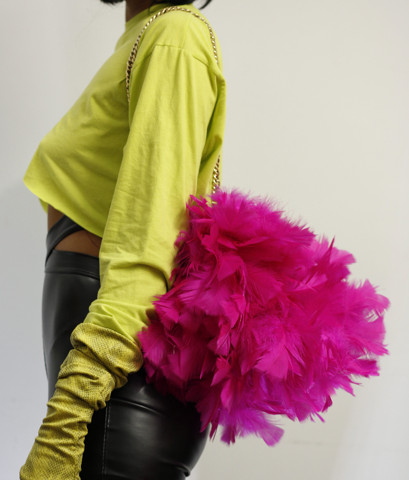 MAGENTA FEATHER CHAIN BAG