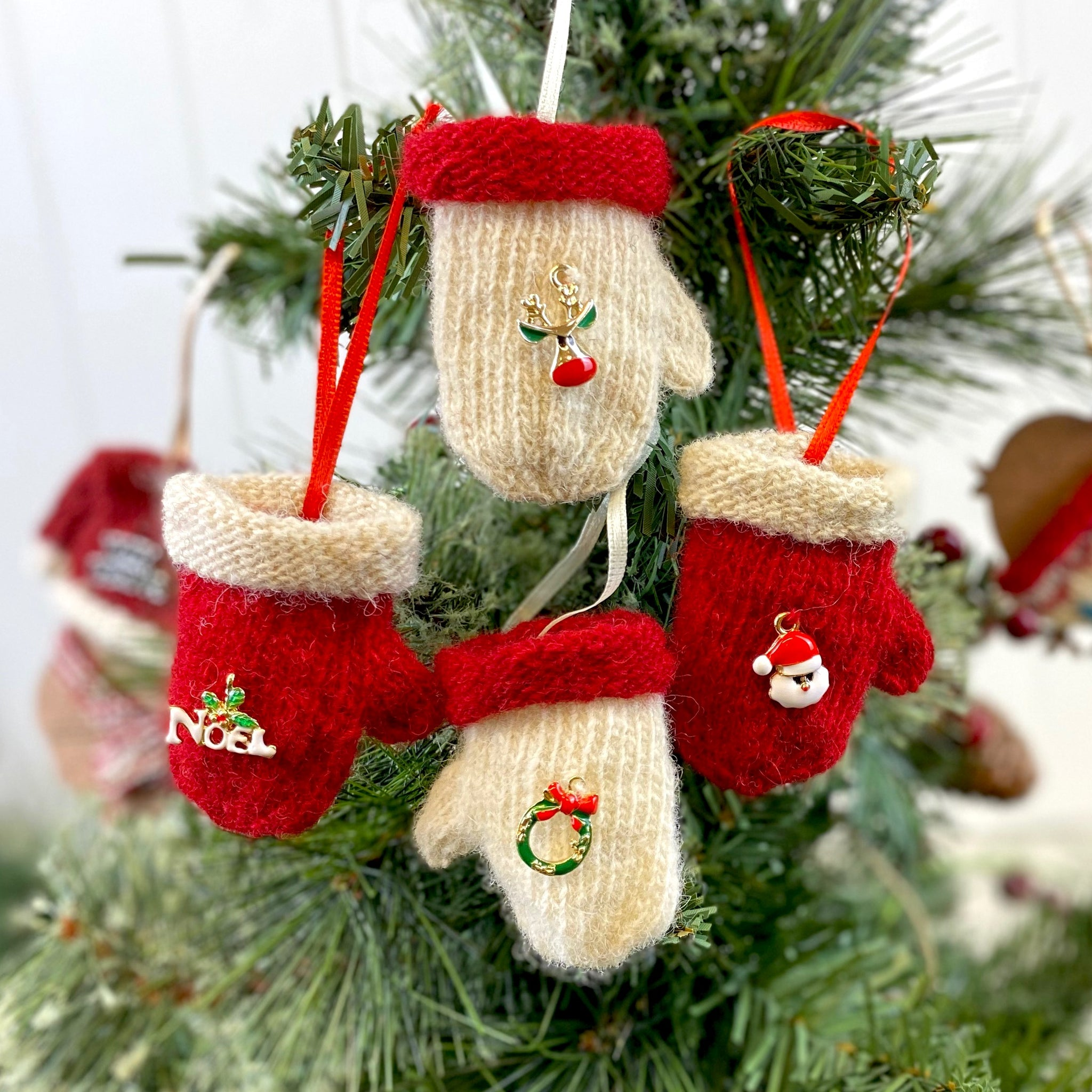 Mini Christmas Mittens Decoration Knitting Kit