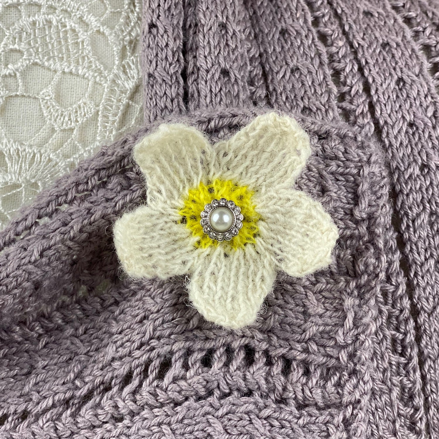 'Summer Breeze' Jasmine in Bloom Flower Brooch Knitting Kit