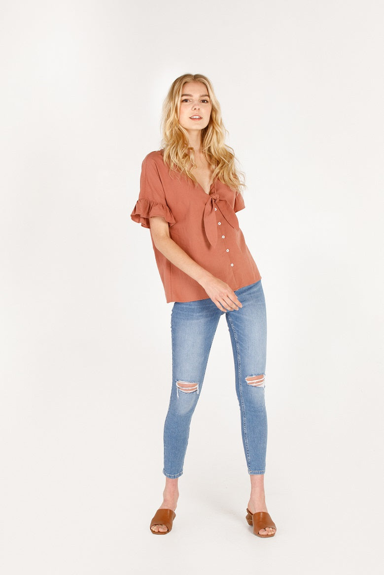 BUTTON UP RUFFLE TOP