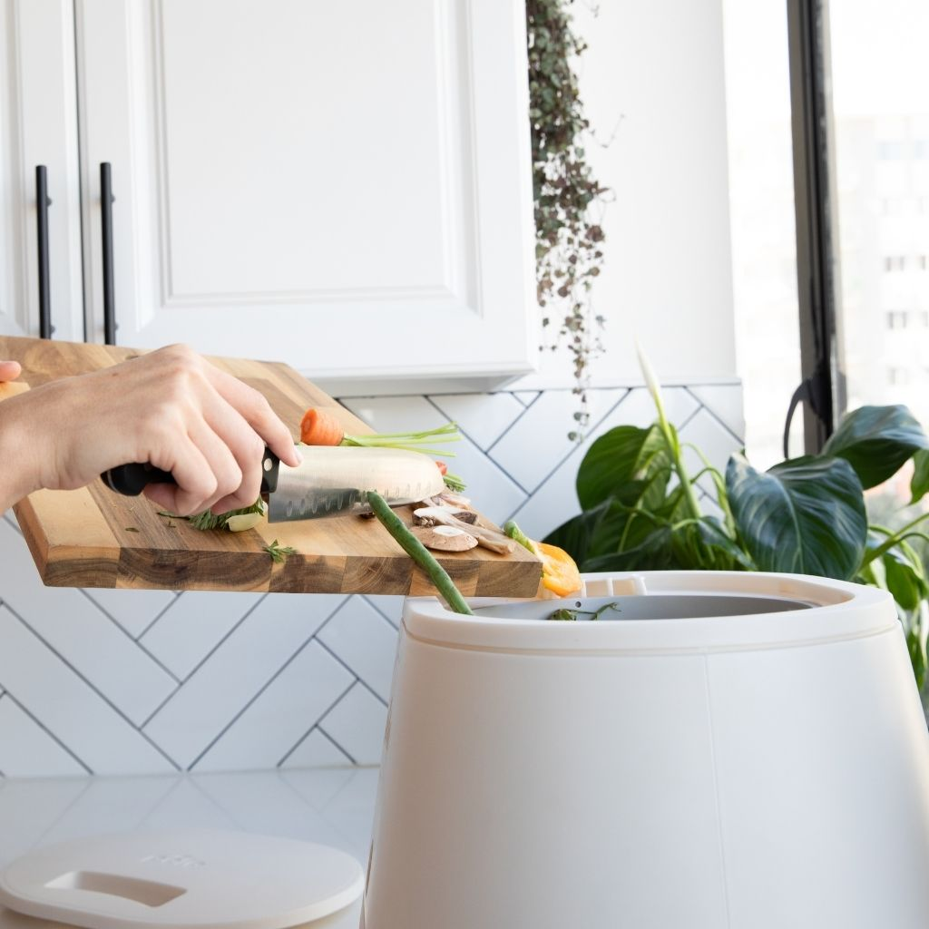 using home composter in kitchen