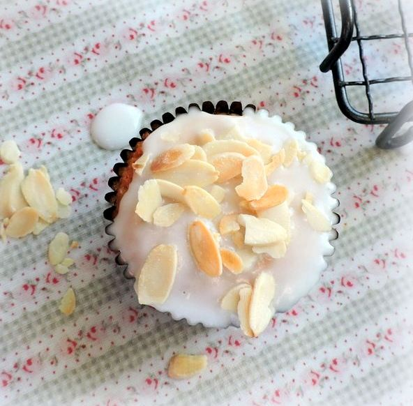 I am sharing a delicious amaretto cupcakes recipe with you today! Not only are they amaretto cupcakes, but  they are lemon amaretto cupcakes, as well as being totally gluten free!   These  are fabulous little moist almond cakes, topped with an...