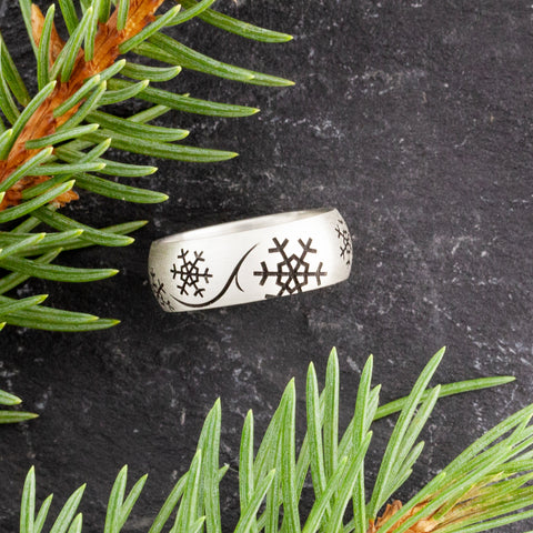 nature inspired jewelry - snowflake ring in sterling silver - engraved jewelry