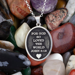 Personalized oval necklace engraved with quote