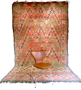 Moroccan vintage berber rug from Beni Mguild sold by Eco from the past - Magic Brownie