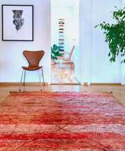 Load image into Gallery viewer, Moroccan vintage berber rug from Mrirt sold by Eco from the past - Shady Diamond