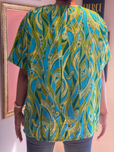 Load image into Gallery viewer, Cool Colored Print Blouse