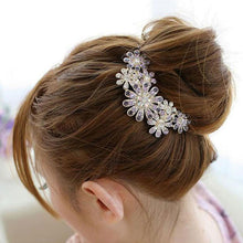 Load image into Gallery viewer, Crystal Flower Hairpin