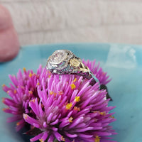 18k gold two tone c.1930s flower filigree diamond Ring