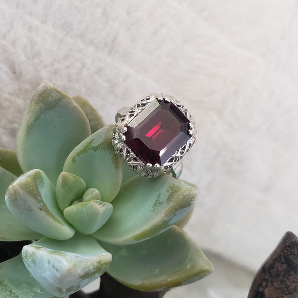 10k white gold Deco Garnet filigree Ring
