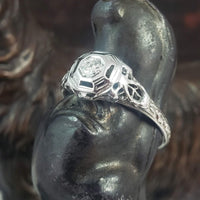 18k white gold c.1920's Art Deco diamond filigree Ring