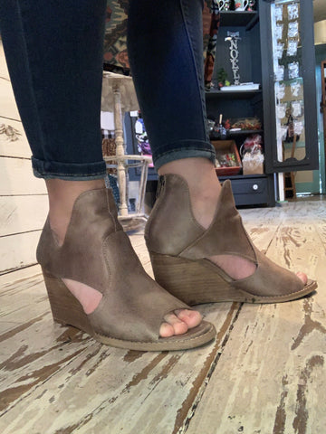 HollyRidge Taupe Wedges