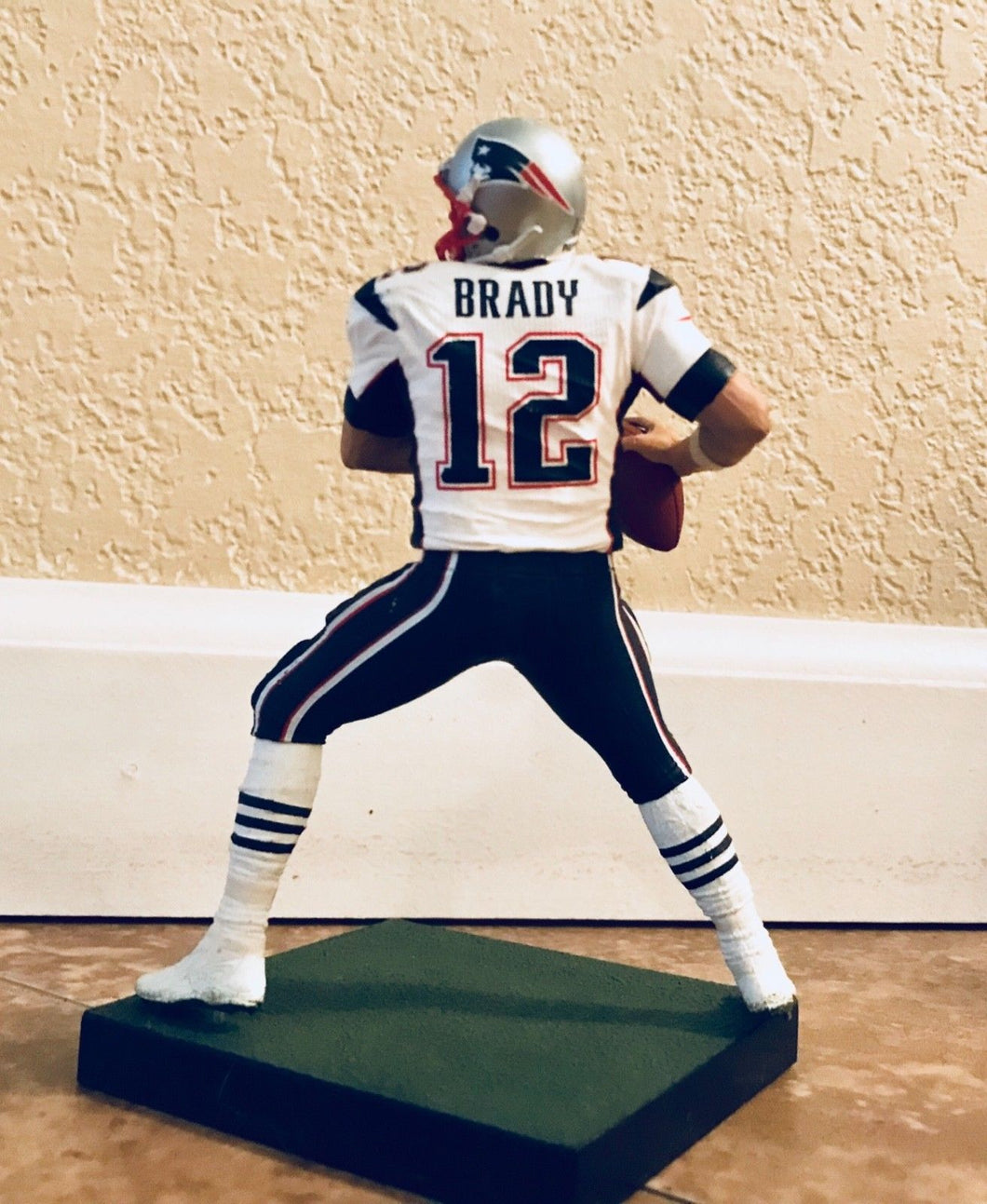 MCFARLANE TOYS NFL SPORTS PICKS SERIES 22 TOM BRADY SILVER COLLECTOR LEVEL RARE