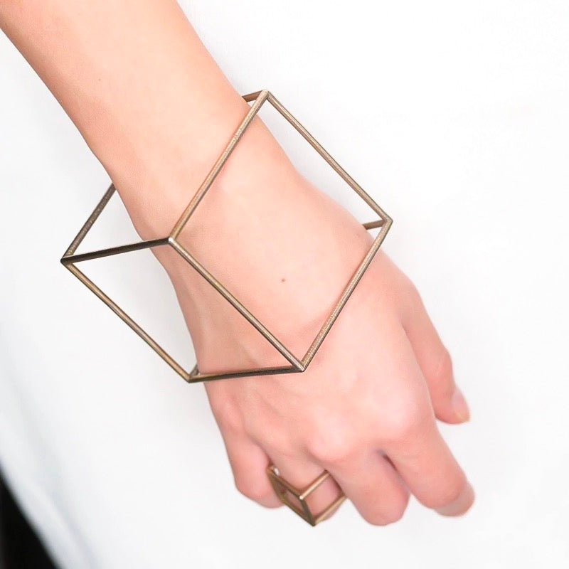 THE MINIMAL SQUARE BANGLE