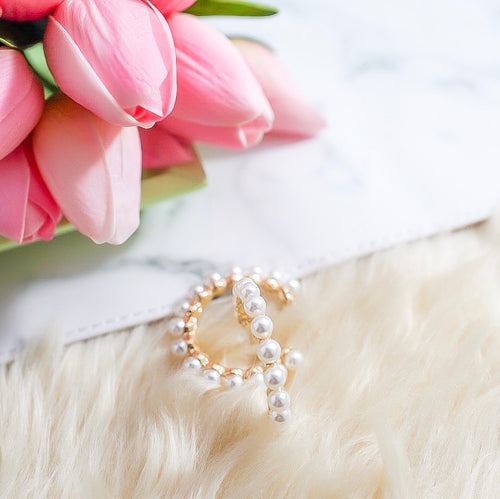 THE AMIDALA GOLD PEARL HOOPS