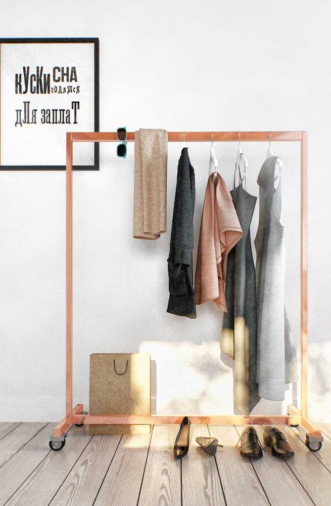 For those who are thinking of setting up an open closet, the clothes rack is indispensable. It is there that your pieces will be placed and organized, facilitating the routine and the visualization of everything you […]