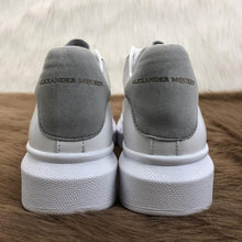 Load image into Gallery viewer, Alexander McQueen Woman Sneaker