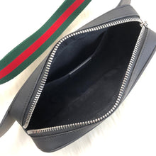 Load image into Gallery viewer, Gucci Courrier Signature Belt Bag